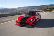2016-Dodge-Viper-ACR-front-three-quarter-in-motion-02